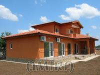 Massive 3 bedroom house 7 km from Balchik front
