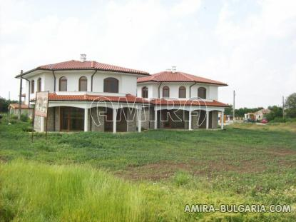 Massive 3 bedroom house 8 km from the beach houses