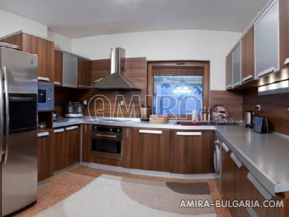 Sea view villa in Varna 3 km from the beach kitchen