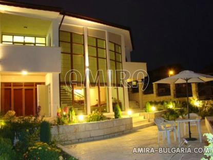 Semi-detached sea view house in Balchik front