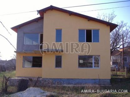 Spacious house in Bulgaria 7 km from the beach of Albena front 3