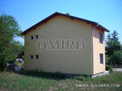 Spacious house in Bulgaria 7 km from the beach of Albena side