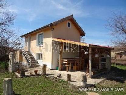 Renovated house 22 km from the beach front 2