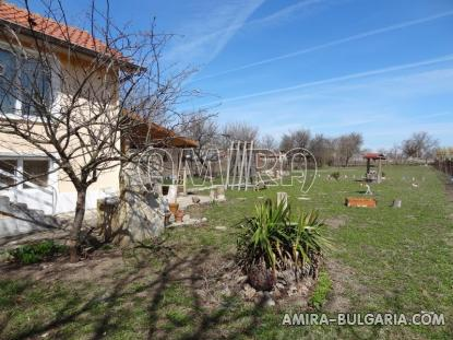 Renovated house 22 km from the beach garden 3