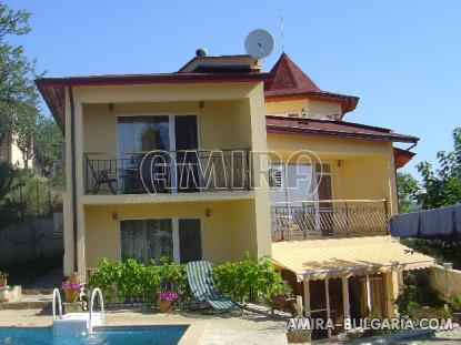 Furnished sea view villa 300m from the beach