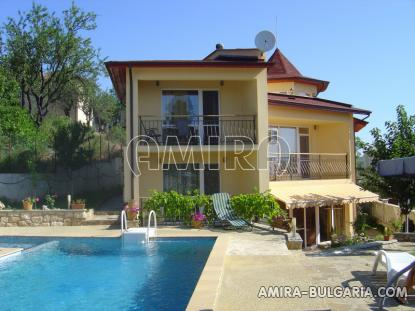 Furnished sea view villa 300m from the beach pool